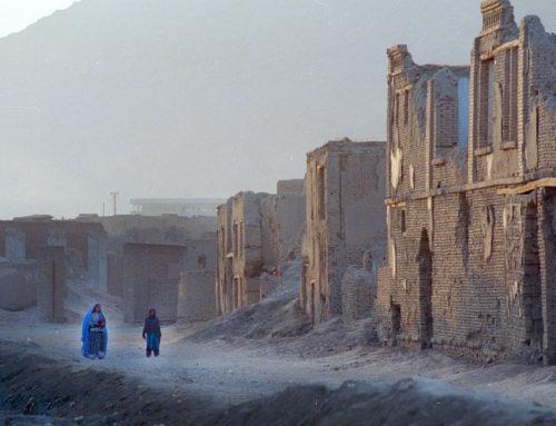 Kalashnikov, baciamano e luna park: vecchi e nuovi simboli talebani
